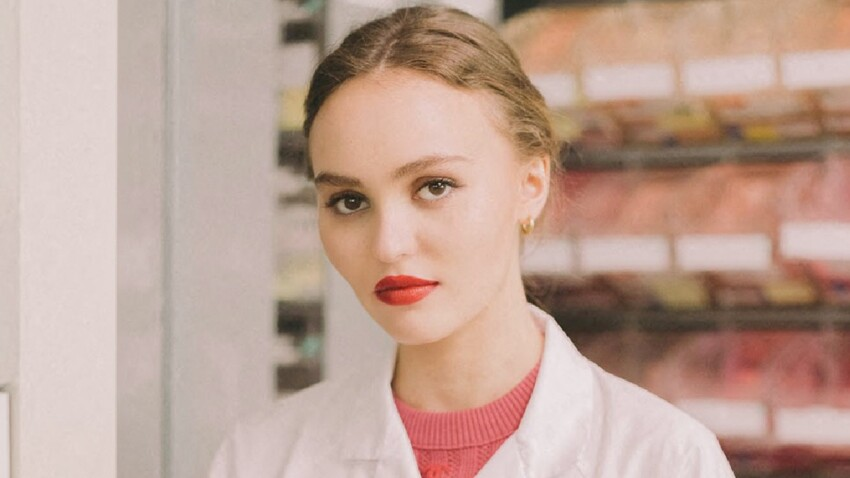 Lily-Rose Depp sexy et glamour dans une mini robe bustier (wow !)