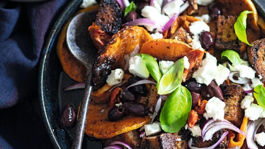 Salade tiède de courge rôtie à la grecque