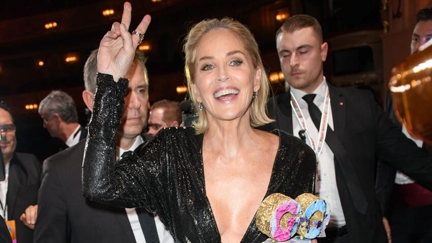 Sharon Stone, 63 ans en robe moulante, dos-nu et lacérée de partout (wow) !