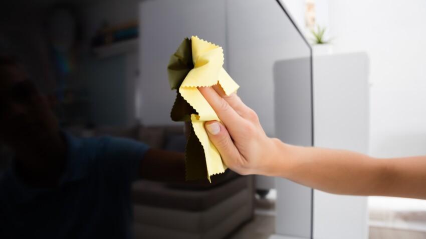 Toutes nos astuces pour nettoyer sa télévision sans laisser de traces