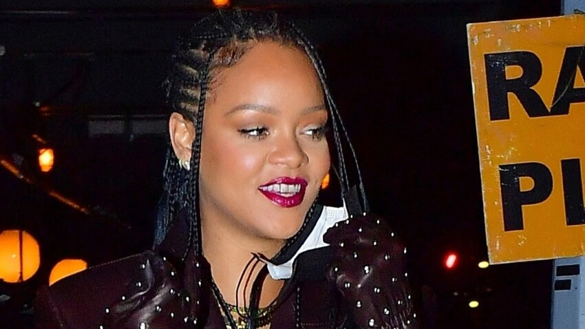 Rihanna sexy : elle dévoile son fessier sous un pantalon transparent (on voit tout !) - PHOTOS