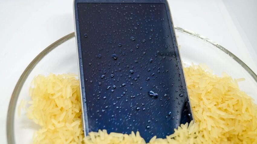 Smartphone tombé dans l'eau : cette super astuce de 60 millions de consommateurs pour le sauver