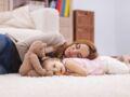 Éducation oisive : 5 trucs à tester pour lâcher la pression à la maison avec ses enfants