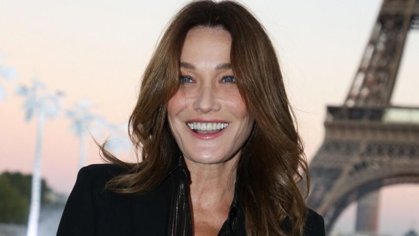 Carla Bruni Sarkozy : son look cool chic en chemise décolletée (à copier sans modération)