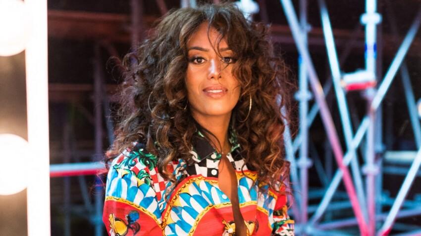 Amel Bent sexy : elle ose un décolleté plongeant dans une tenue très originale