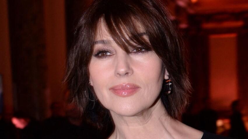 Monica Bellucci glamour et sexy : ce cliché seins nus sous une robe qui en dévoile un peu trop...