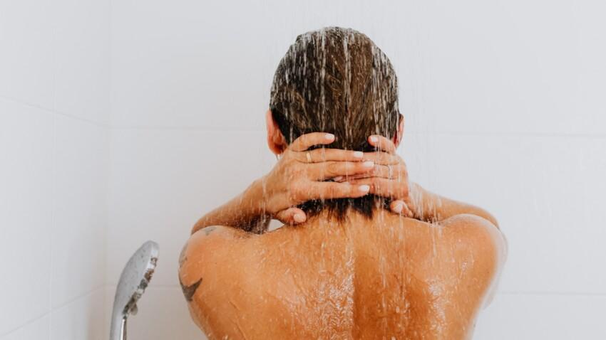 Hygiène : les 2 erreurs à ne pas faire sous la douche selon Michel Cymes