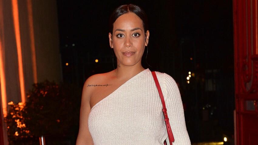 Amel Bent craquante en veste en jean sans rien en dessous (wow !)