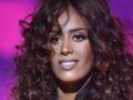 Amel Bent sexy : elle ose un décolleté bombé sous une veste (très) échancrée