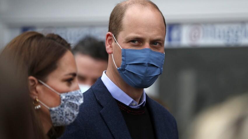 PHOTO - Le prince William dévoile son bras musclé lors de sa vaccination contre le coronavirus, les internautes sous le charme