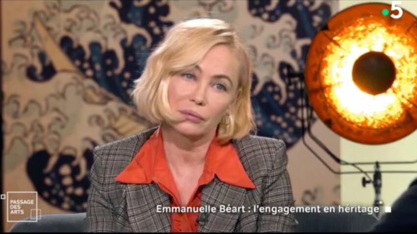 VIDEO - Emmanuelle Béart agacée par Claire Chazal après deux erreurs sur sa famille