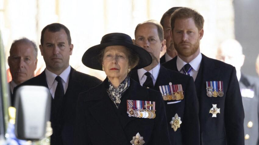 Le prince Harry réveillé en pleine nuit par la police : comment il a appris la mort du prince Philip