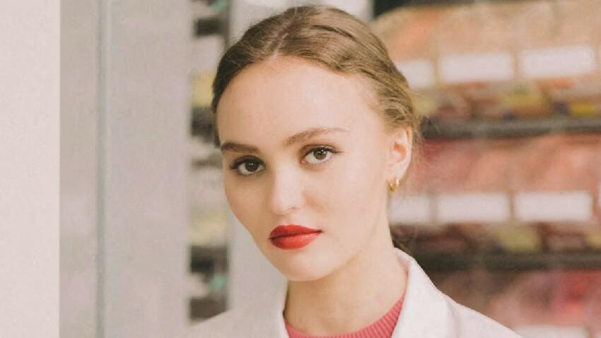 """Lily-Rose Depp incendiaire : elle ose un top """"cut out"""" qui en dévoile un peu trop (oups !)"""