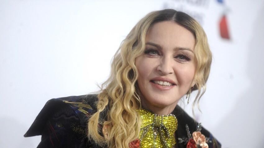 A 15 ans, le fils de Madonna s'affiche fièrement dans une robe imaginée par sa mère - VIDEO