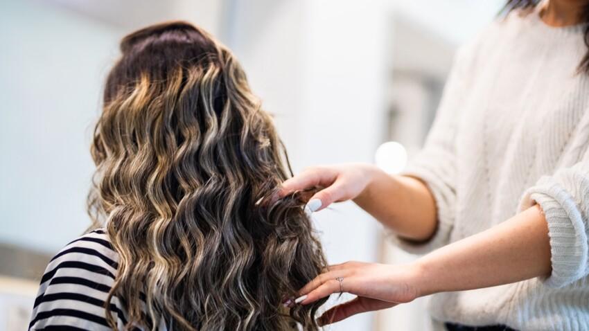 Waterfall layers : la coiffure simplissime et sexy pour cheveux longs