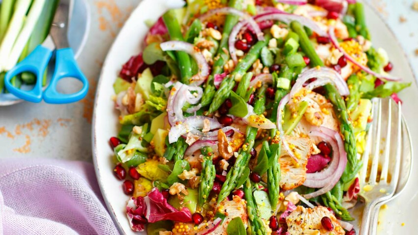 Salade aux asperges croquantes et poulet épicé