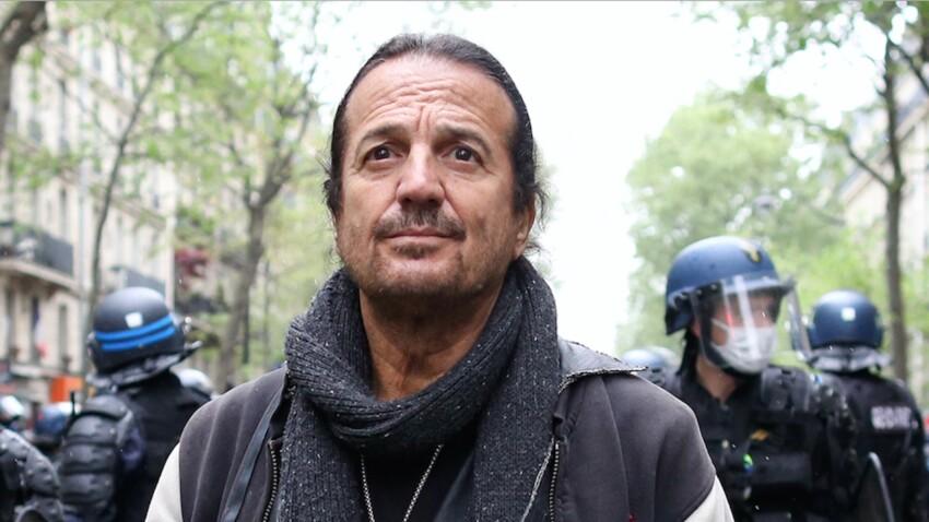 """Francis Lalanne : le chanteur a-t-il vraiment frappé un caméraman de l'émission """"Quotidien"""" ?"""