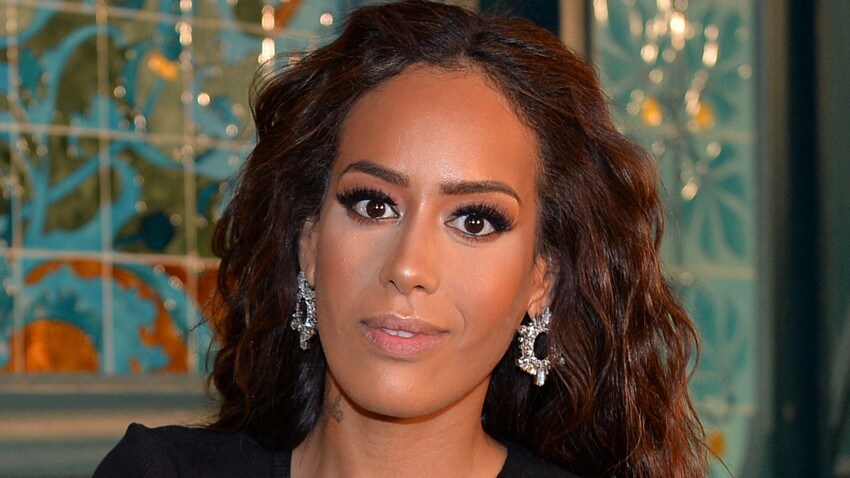 Amel Bent amincie et sexy : elle irradie dans une robe échancrée