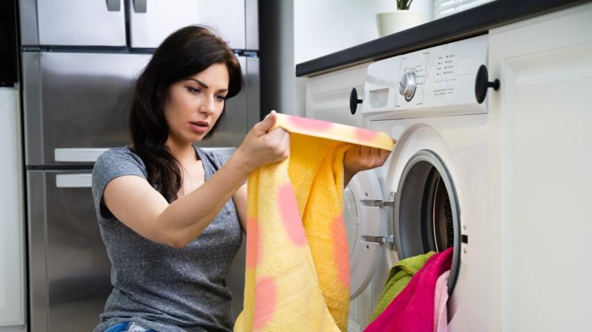 Pourquoi faut-il retourner le linge avant de le laver ?