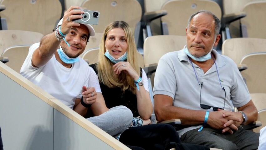 PHOTOS - Amir, heureux en famille à Roland-Garros avec sa femme Lital et son père
