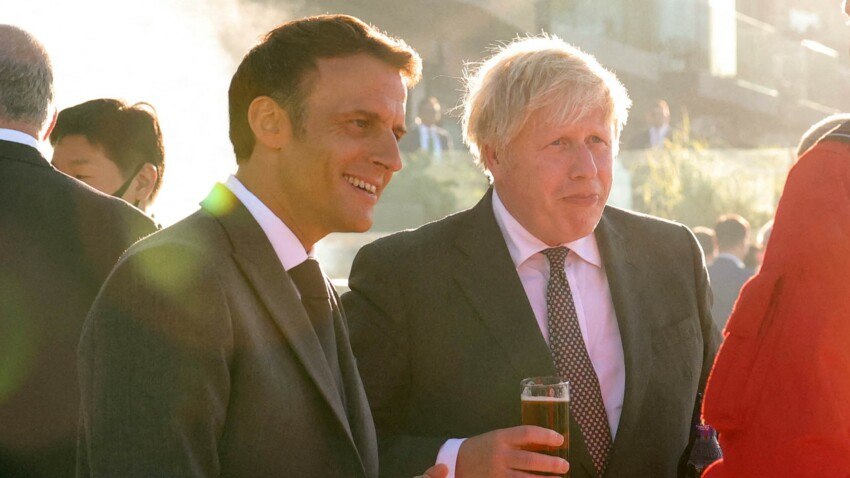 Boris Johnson, alcoolisé au G7, blâme le vin d'Emmanuel Macron