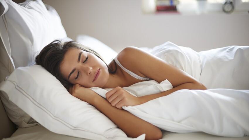 Pourquoi certains d'entre nous ne peuvent pas dormir sans couette même quand il fait chaud