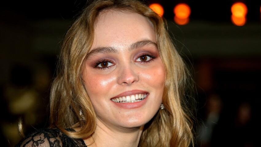 Lily-Rose Depp craquante en gilet court et nouvelle coiffure qui change totalement
