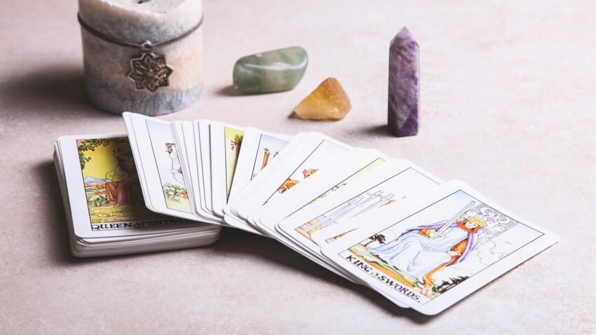 Oracle et tarot : sélection des meilleurs jeux pour apprendre à tirer les cartes cet été