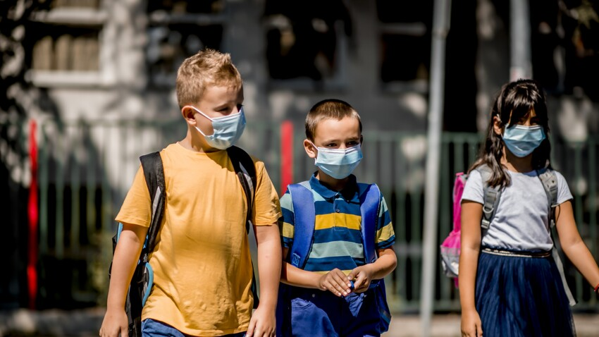 Masque à l'école : les enfants pourront le retirer dans la cour de récréation dès demain, mais pas en classe