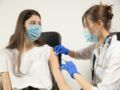 Vaccination des ados : faut-il obligatoirement les accompagner ?