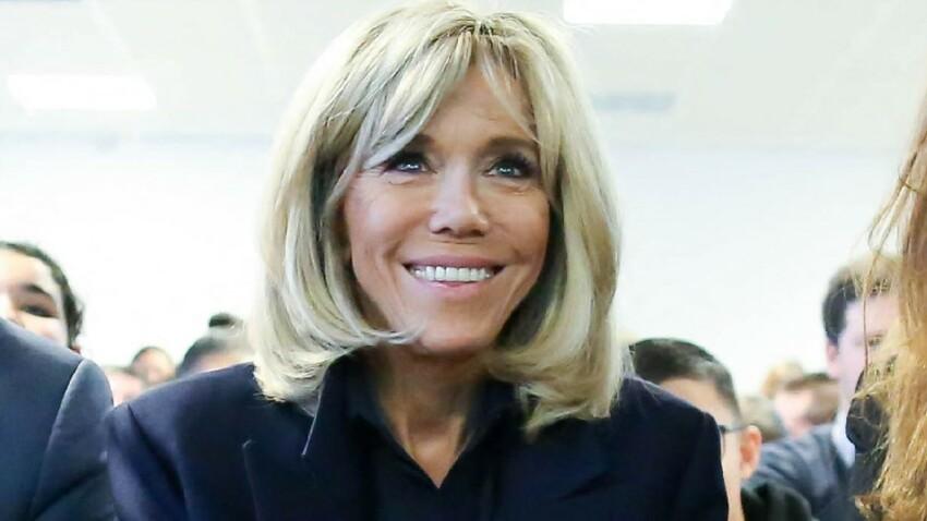 Brigitte Macron chic et stylée : elle mixe jean slim, mini sac et talons aiguilles