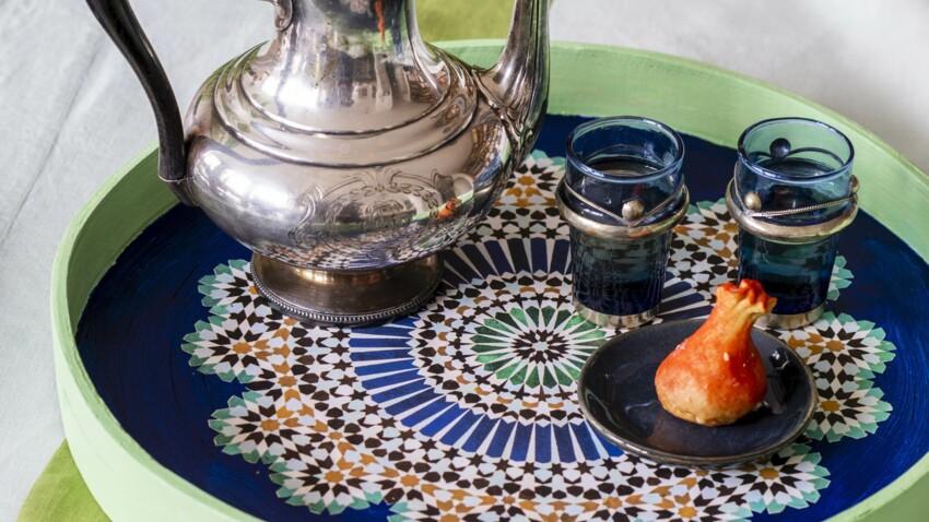 Plateau, verres, cache-pot et serviettes de table  : 4 idées à créer à l'heure du thé