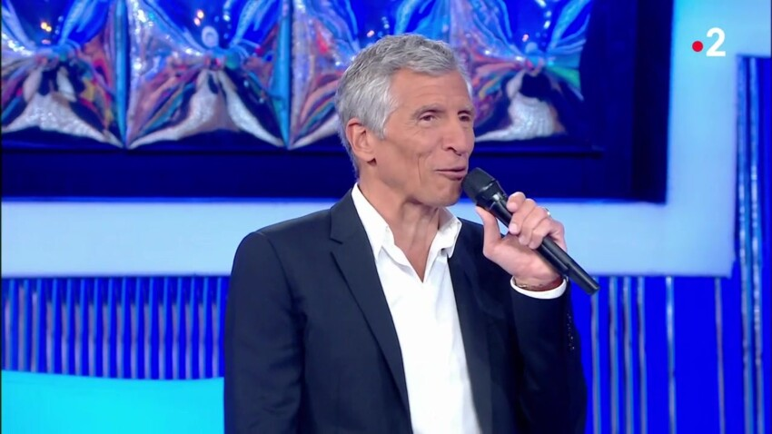 """VIDEO - """"N'oubliez pas les paroles"""" : Nagui se moque d'un candidat qui chante particulièrement faux"""
