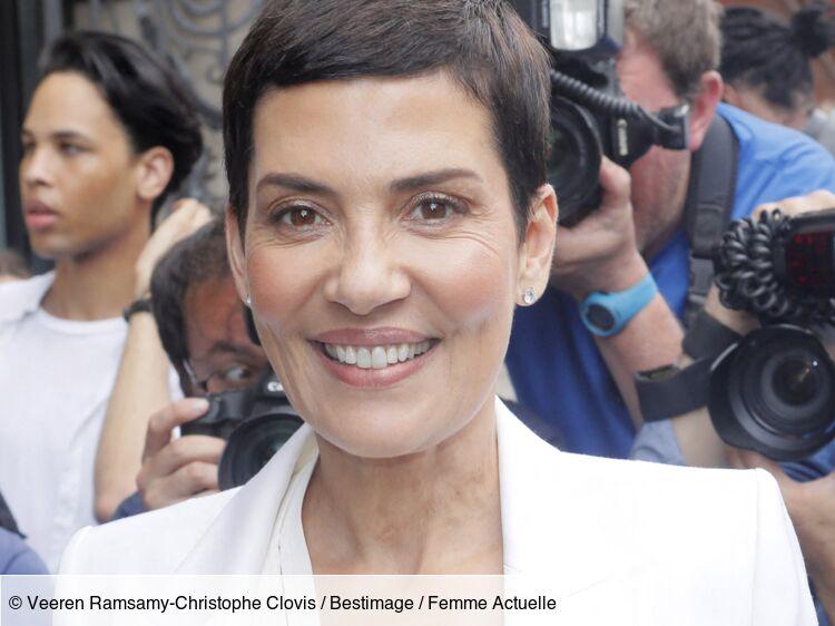 Cristina Cordula canon en bikini bustier ultra-décolleté : elle en met plein la vue !