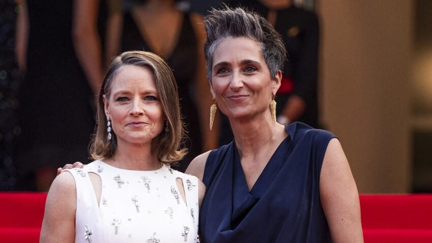 Cannes 2021 : Jodie Foster ultra-complice avec sa femme Alexandra Hedison sur le tapis rouge - PHOTOS