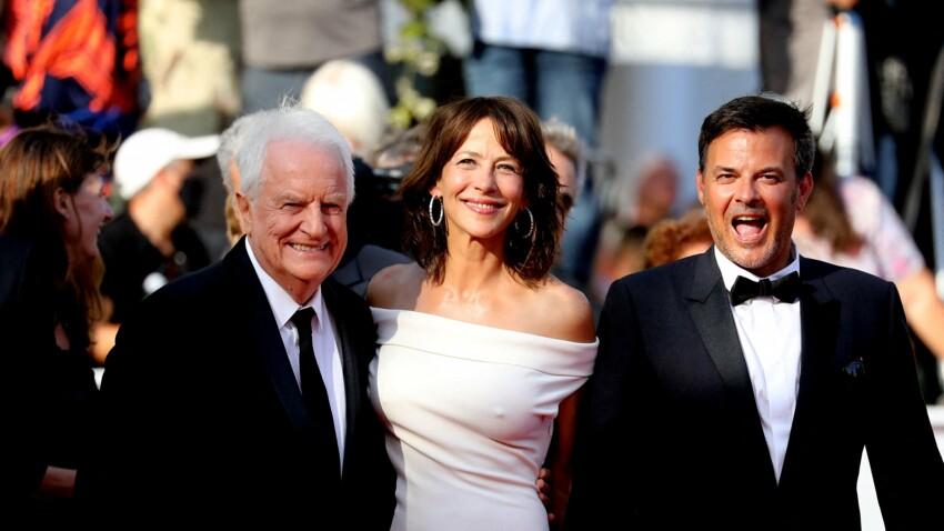 Cannes 2021 : Sophie Marceau radieuse dans une robe moulante sur le tapis rouge - DIAPO