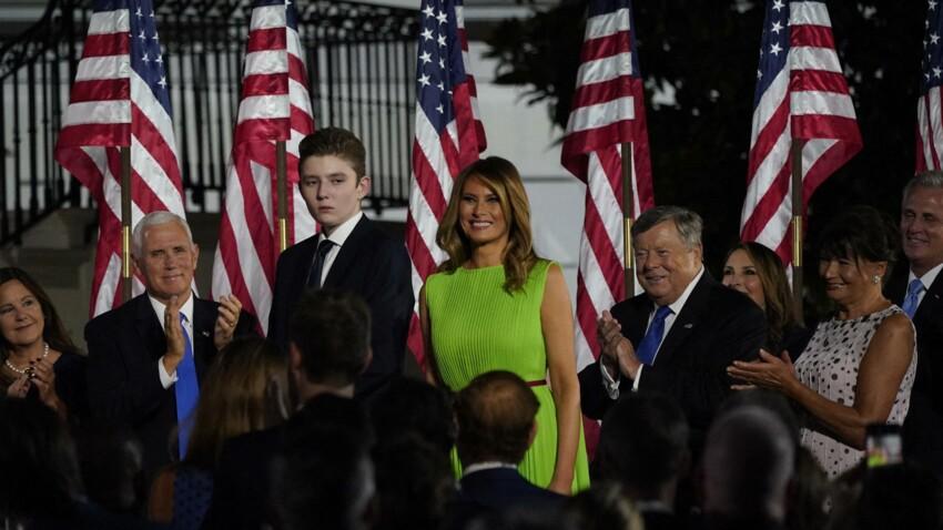 """Melania Trump : ce """"pacte"""" passé avec Donald pour profiter de son été avec leur fils Barron"""