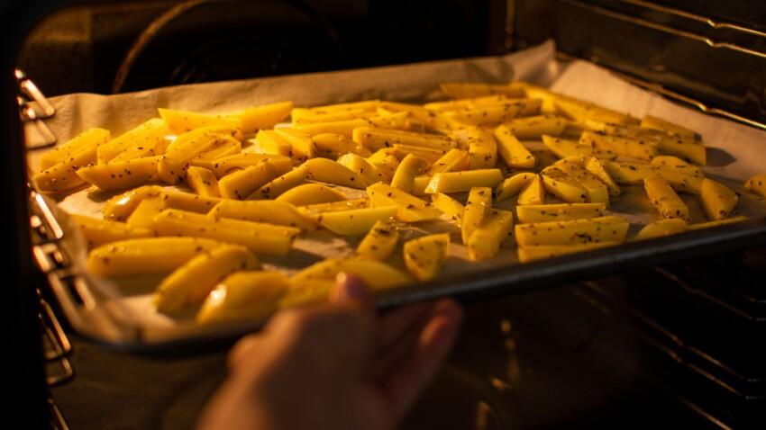 L'astuce infaillible pour bien réchauffer ses frites (et leur redonner du croustillant)