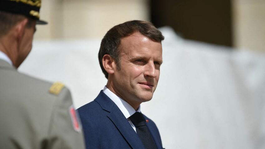 Emmanuel Macron : son allusion amusante sur la marque de son t-shirt dans une vidéo sur le vaccin