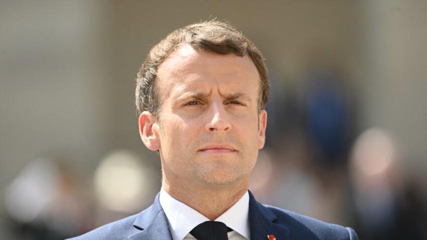 Emmanuel Macron : un détail de son polo fait polémique sur les réseaux sociaux