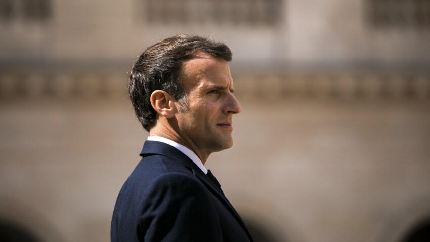 Emmanuel Macron : bronzage au top et retour de la chemise, sa nouvelle vidéo fait réagir