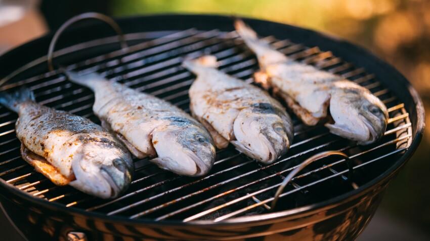 L'astuce insolite pour que le poisson ne colle pas à la grille du barbecue