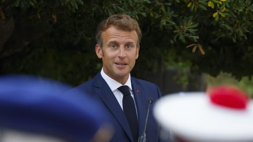 """Emmanuel Macron de retour à l'Élysée """"le teint hâlé"""" avant une rentrée difficile"""