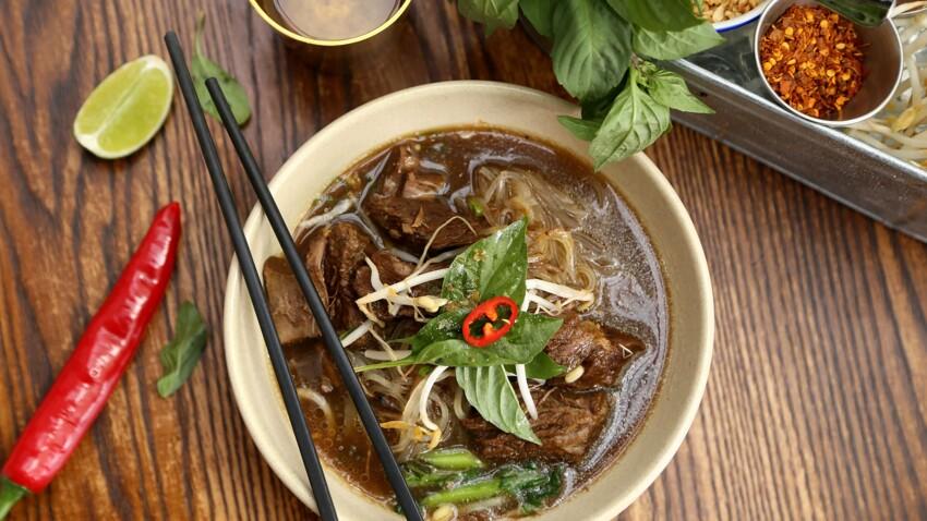 """""""Tous en cuisine"""" : la recette de la soupe thaïlandaise de Cyril Lignac"""