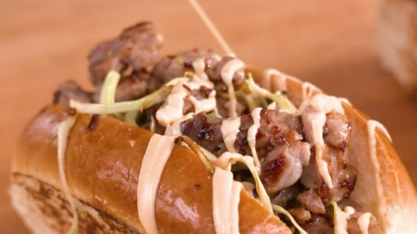 """""""Tous en cuisine"""" : la recette du hot dog aux saucisses de Toulouse sauce cocktail de Cyril Lignac"""