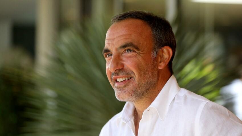 """Nikos Aliagas rasé par Kad Merad en coulisses de """"50'Inside"""" : cette vidéo qui rend les internautes hilares"""