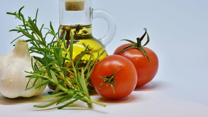 Tournesol, olive, raisin, colza… : comment utiliser les différentes huiles en cuisine ?
