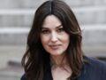 Monica Bellucci canon en décolleté glamour et pantalon flare très tendance