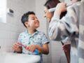 Brossage de dents : l'erreur que font 40 % des enfants avec le dentifrice