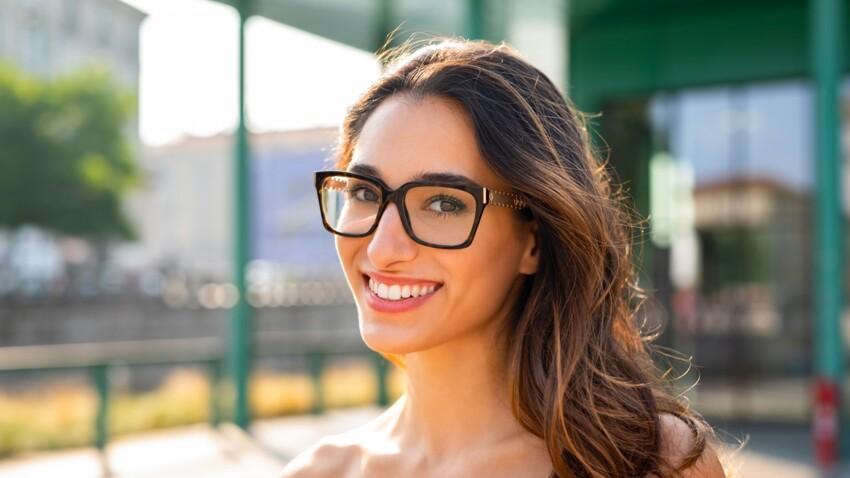 L'astuce make-up géniale pour éviter les traces de lunettes sur le nez